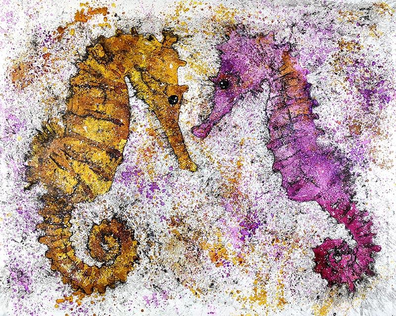 Cuadro de dos caballitos de mar con tonalidades ocres y moradas. Obra del artista Crespí Alemany. Armonía figurativa.