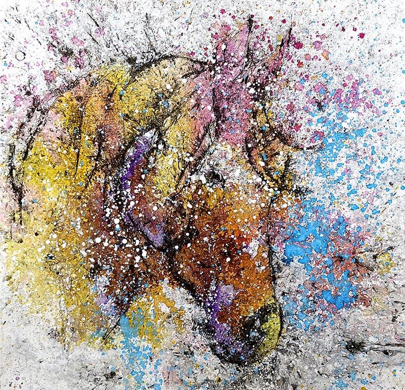 Cuadro de una cabeza de caballo de colores. Obra del artista Crespí Alemany. Armonía figurativa.