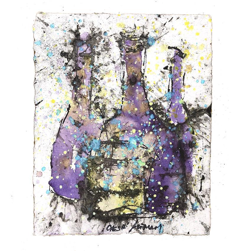 botellas lilas y vaso amarillo